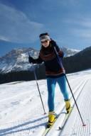 Frau beim Skilanglauf