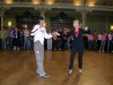 Tanzen ist gesund, da es die Kondition verbessert und das Gehirn  fordert .